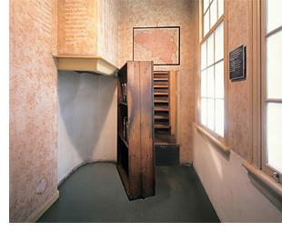 Bookcase - Hidden Stairway - Anne Frank